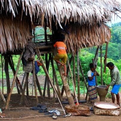 Matlaging på øya Sulawesi i Indonesia.