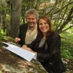 Leder i Regnskogfondet Lars Løvold og leder for Handel og Kontor, Trine Lise Sundnes signerer en kontrakt.