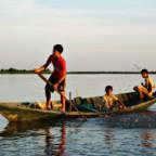 Tre gutter i en kano