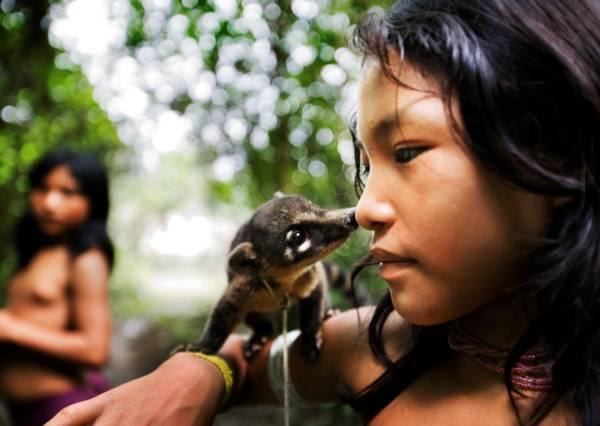 mennesker i regnskogen