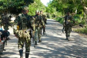 Bevæpnet militære ved landsbyen Kiwnas